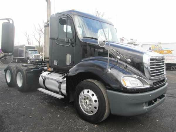 2007 Freightliner tractor day cabs
