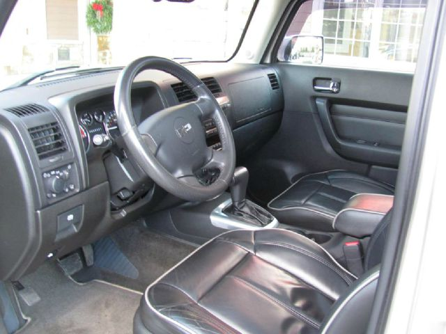 2006 Hummer H3 Scion XB