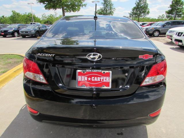 2013 Hyundai Accent SE THIS Beauty IS IN MINT COND