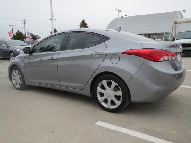 2013 Hyundai Elantra Awd-nav-quads-third-moonroof-1 Owner