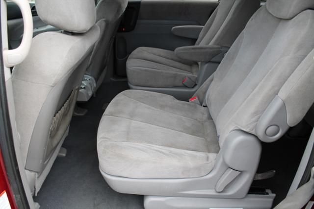 2008 Hyundai Entourage FWD 4dr Sport