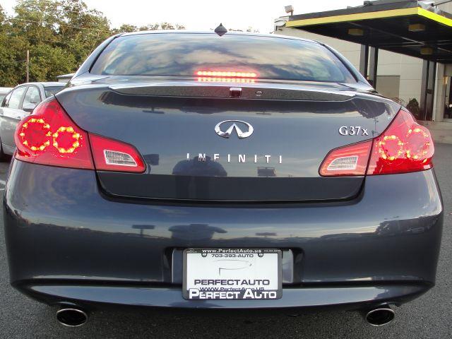 2011 Infiniti G37x S Cabriolet 2D