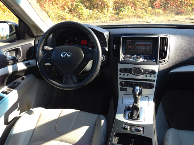 2009 Infiniti G Sedan S Cabriolet 2D