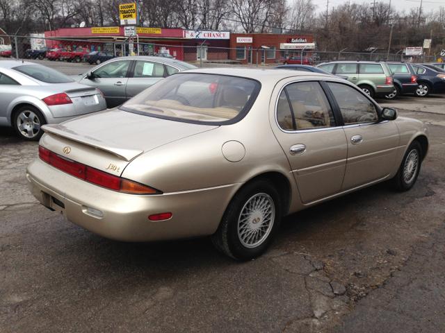 1995 Infiniti J30 Base