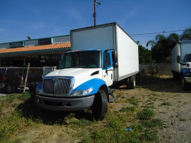 2007 International 4300 V6 CX