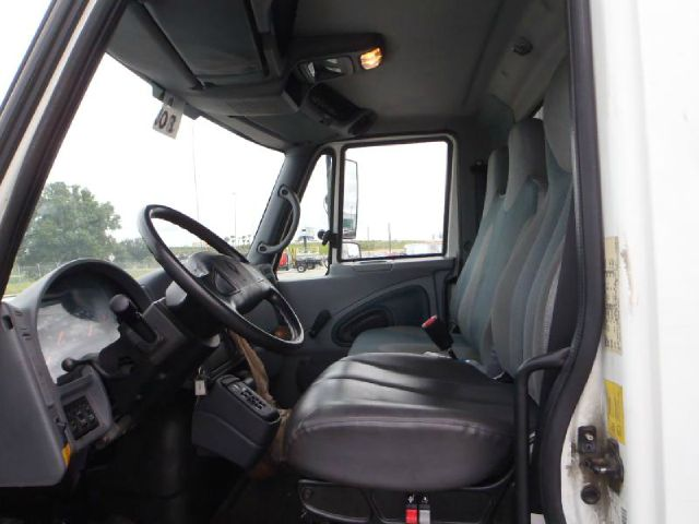 2007 International 4300  19 ft cold plate 4.2 Quattro Tiptronic