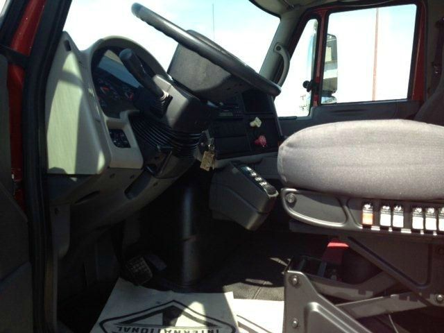 2014 International 4400 single axle AT Leather 4WD EX