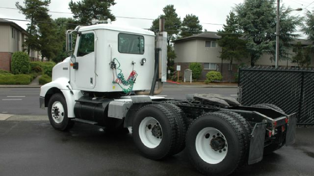 2001 International 9100 tandem day tractor