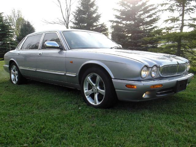 2001 JAGUAR XJ-Series L.T. 4-w.d. 5.3L