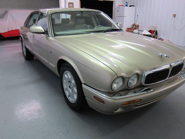 1999 JAGUAR XJ8 SUV