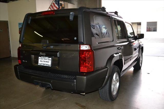 2006 Jeep Commander Wagon SE