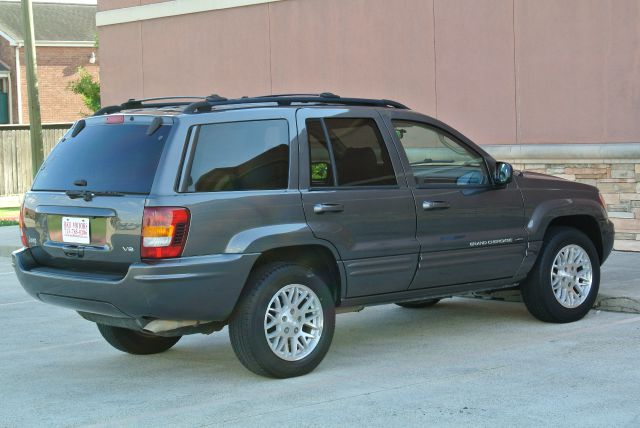 2004 Jeep Grand Cherokee LS Flex Fuel 4x4 This Is One Of Our Best Bargains