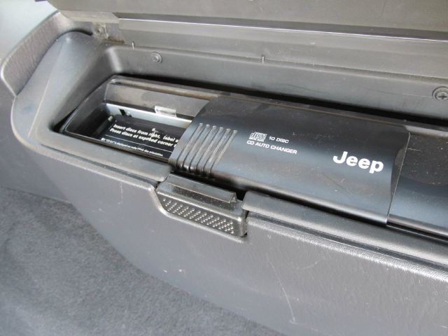 2004 Jeep Grand Cherokee LT Tv-dvdleathersunroof3rowcarfax Available