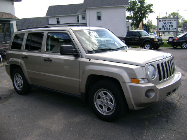 2009 jeep patriot elk conversion van details southwick. Black Bedroom Furniture Sets. Home Design Ideas