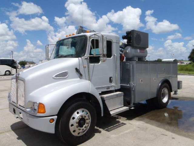2005 Kenworth T-300 mechanic truck