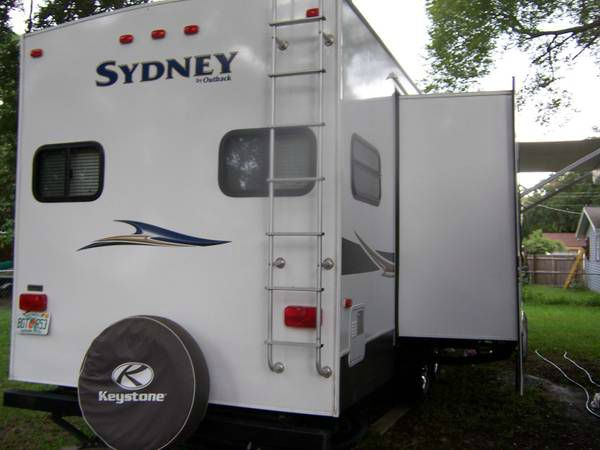 2012 Keystone Sydney 328FRK