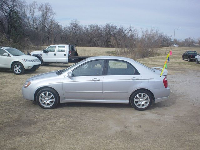 2006 Kia Spectra AWD, REAR DVD, Navigation, 3RD ROW, Mem/heat Seats