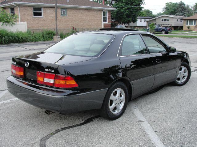 1999 Lexus ES 300 L.T. 4-w.d. 5.3L