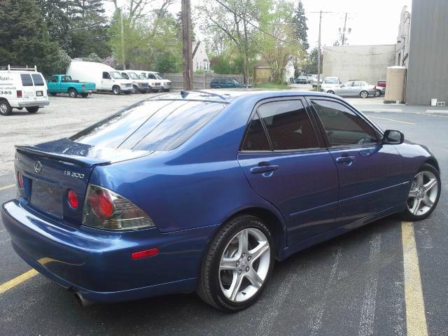 2002 Lexus IS 300 323it