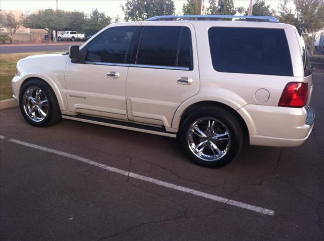 2004 Lincoln Navigator Unknown