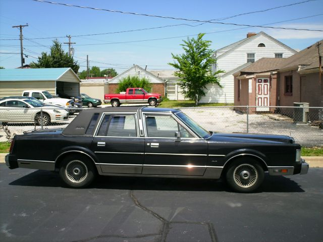 1988 lincoln town car down 4 9 wac details springfield mo 65802. Black Bedroom Furniture Sets. Home Design Ideas
