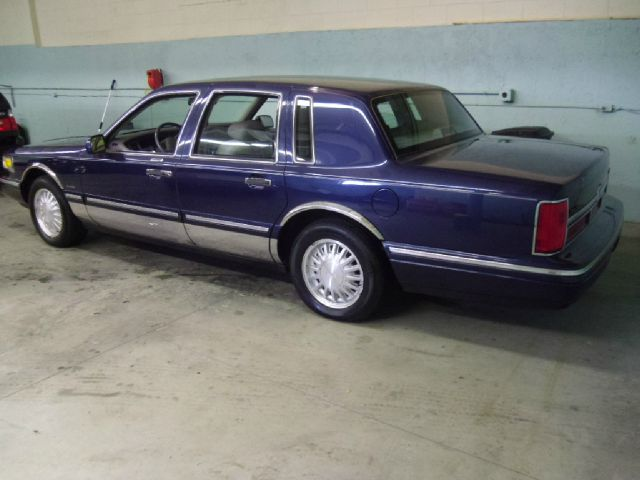 1997 Lincoln Town Car DOWN 4.9 WAC