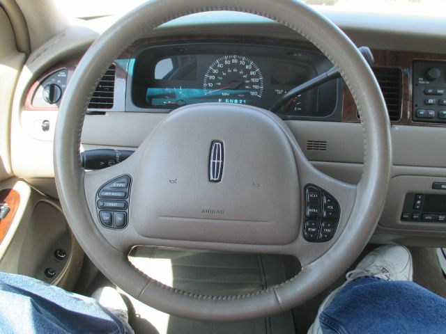 2000 Lincoln Town Car LT FWD 1SD