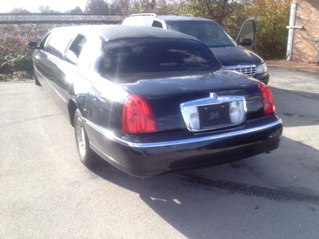 2001 Lincoln Town Car DOWN 4.9 WAC