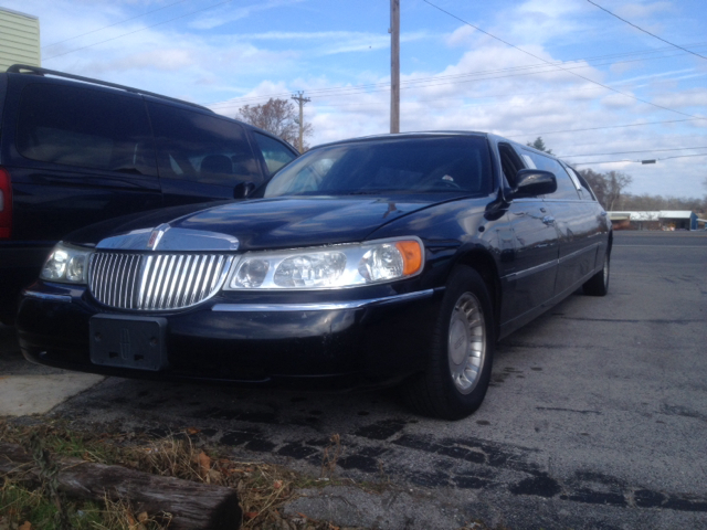 2001 Lincoln Town Car DOWN 4.9 WAC