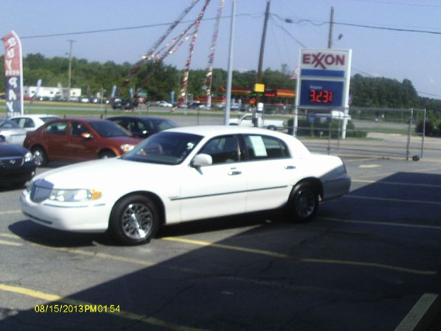 2002 Lincoln Town Car DOWN 4.9 WAC
