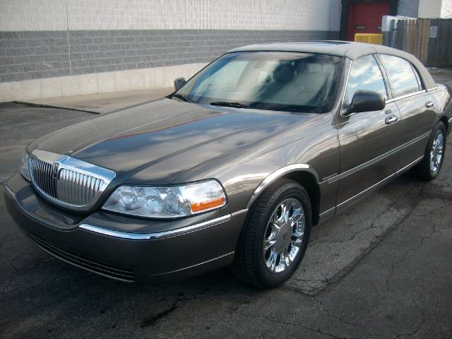 2003 lincoln town car slt1 awd details downers grove il. Black Bedroom Furniture Sets. Home Design Ideas
