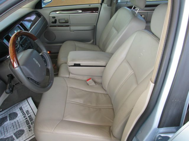 2007 Lincoln Town Car DOWN 4.9 WAC