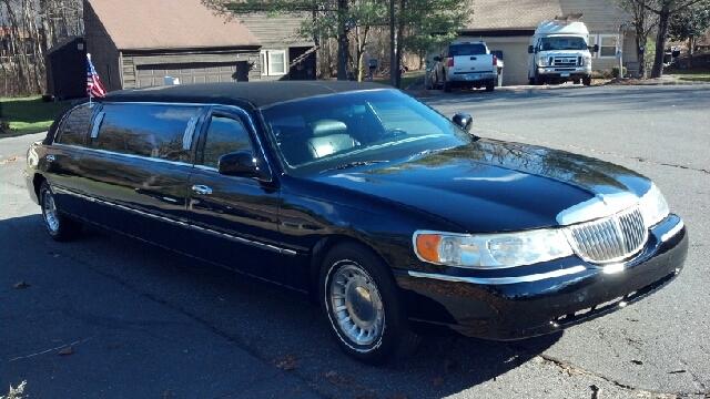 1999 Lincoln Town Car Limousine 4dr Sdn I4 CVT ULEV