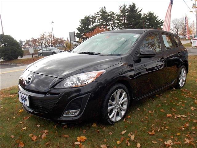 2011 Mazda 3 Blk-wht