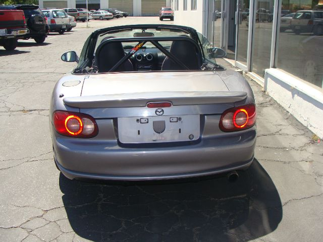 2005 Mazda MX-5 Miata C15