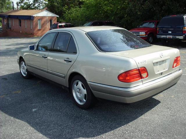 1997 Mercedes-Benz E-Class 4dr Cpe Auto