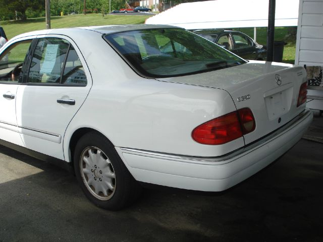 1999 Mercedes-Benz E-Class LS Flex Fuel 4x4 This Is One Of Our Best Bargains