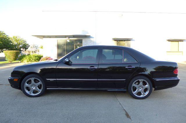 European cars photos reviews 4900 warehouse way 50 for Mercedes benz dealership sacramento ca
