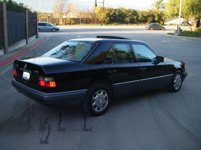 Mercedes benz e class e300 diesel 1995 wdbeb31e1sc149030 for Mercedes benz e350 service c