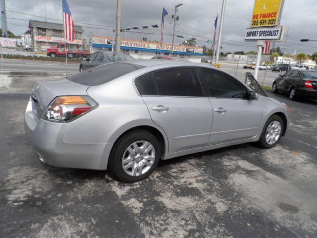 2010 Nissan Altima GS-R
