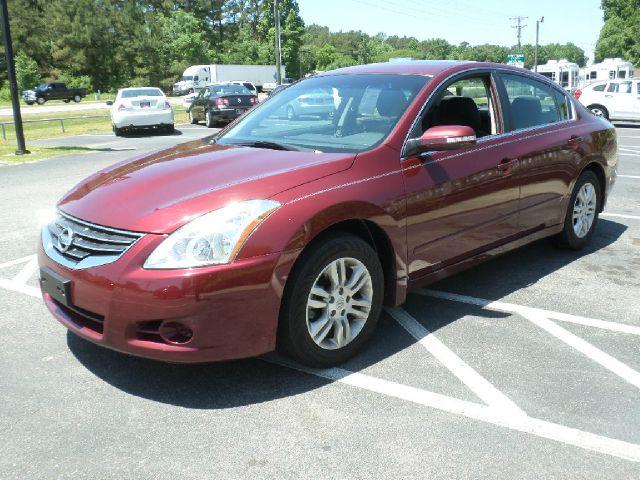 2011 Nissan Altima LS NICE
