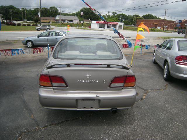 1999 Nissan Maxima SE