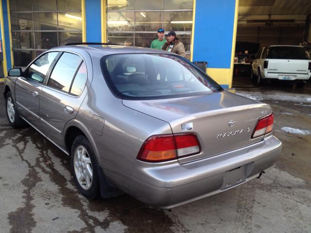 1999 Nissan Maxima 3.0 Quattro