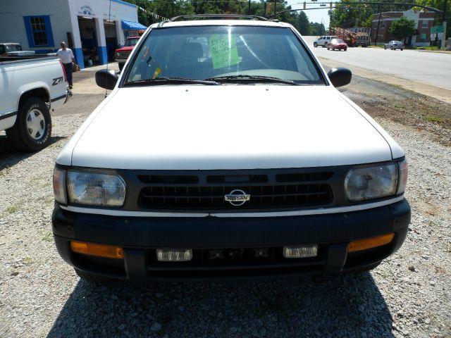 1996 Nissan Pathfinder 4WD 4dr SUV Alpha