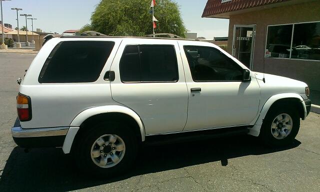 1999 Nissan Pathfinder LX V-6