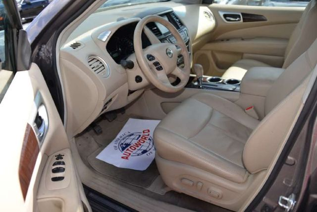 2013 Nissan Pathfinder 4dr Wgn Man Sport