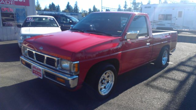 1995 Nissan Pickup LX Clean AUTO Checkwe Offer Financing FOR ALL TY