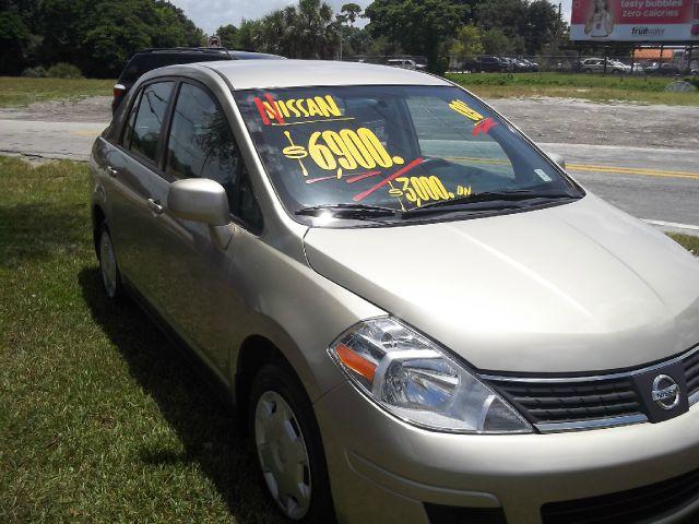 2009 Nissan Versa Crew Cab Standard Box 2-wheel Drive SLE