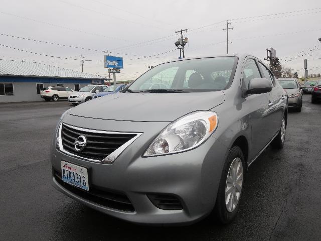 2012 Nissan Versa 4dr Sdn LE Auto (SE) Sedan