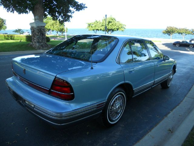1992 Oldsmobile Eighty-Eight Royale Blk Ext With Silver Trin